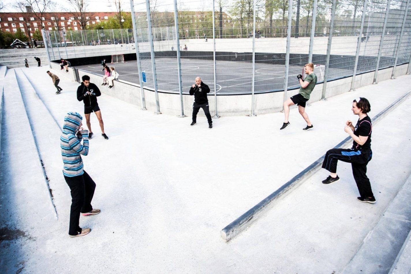 Udfordring: Kickbokserne kæmper med to meters afstand